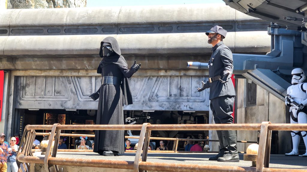 Kylo Ren in front of his ship TIE Echelon Galaxy's Edge