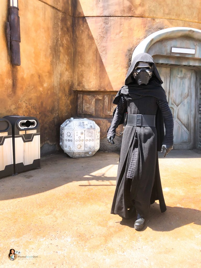 Kylo Ren Star Wars Galaxy's Edge